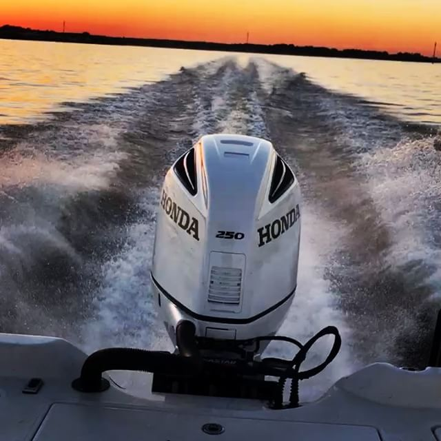 This a beautiful and strong running Outboard engine  HONDA BF250 Special edition on a super clean Rig. Thanks to Chis Edwards... @hondamarine_usa ⚓️ ⚓️ ⚓️ #fcjmarine #Hondamarine #HondaOutboards #hp #sport #boatlife #fishing #hondamarine #boatservice #boatmotor