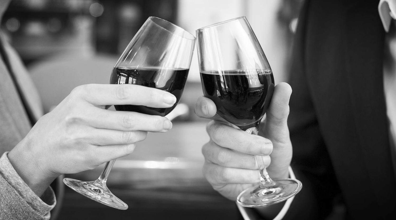 wine-glass-clinking_1500_thinkstockphotos-482473549.jpg