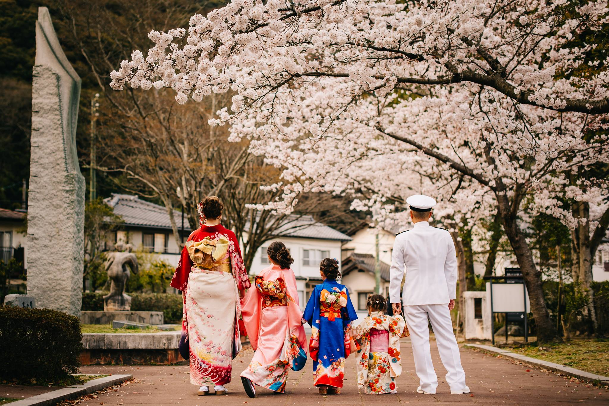 Take the photo of a lifetime while here in Japan with the family in kimonos on location!    Amazing photography by: Eve & Juniper Studios