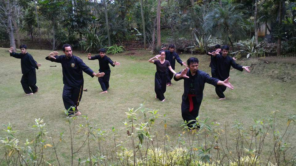 Training Panglipur Jurus outdoors in Garut, Indonesia under the guidance of Kang Cecep.