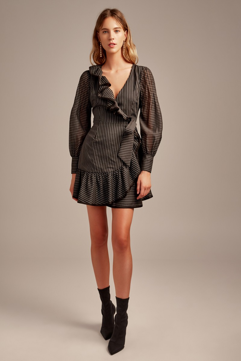 https://us.fashionbunker.com/young-hearts-wrap-dress-black