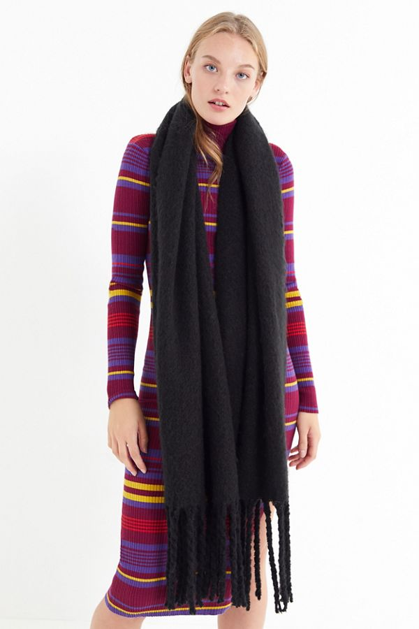 https://www.urbanoutfitters.com/shop/sophia-cozy-nubby-oblong-scarf?category=SEARCHRESULTS&color=001&quantity=1&size=ONE%20SIZE&type=REGULAR