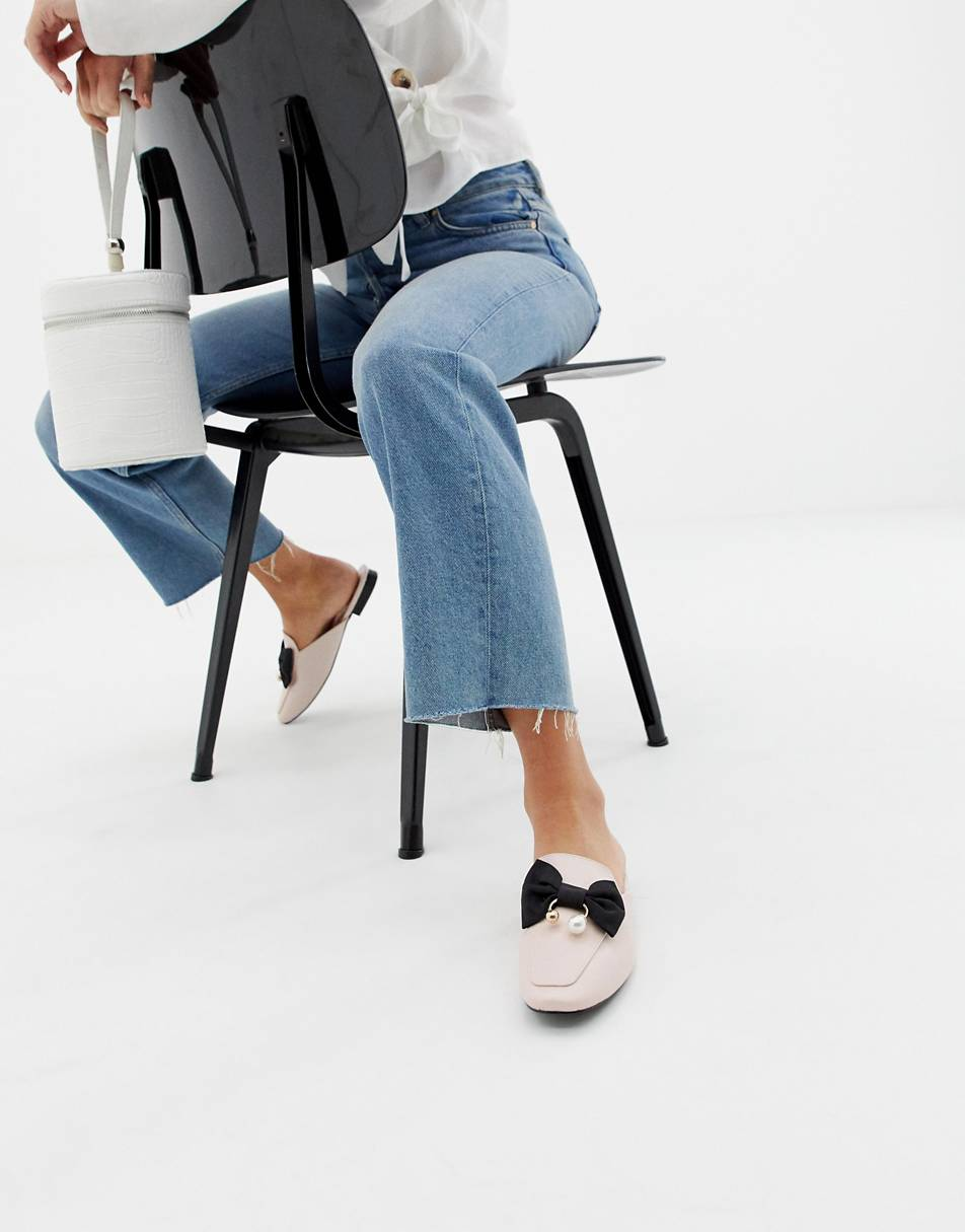 https://www.asos.com/glamorous/glamorous-mules-with-bow-and-pearl-detail/prd/10764293?clr=pink&SearchQuery=shoes%20with%20a%20bow&gridcolumn=4&gridrow=11&gridsize=4&pge=1&pgesize=72&totalstyles=55