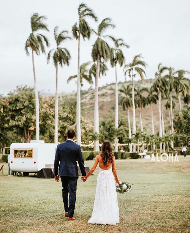 #TRUELOVETUESDAY 💕✨ how special and perfect is this photo from our fave couple @rosamorris wedding PC: @toddjames