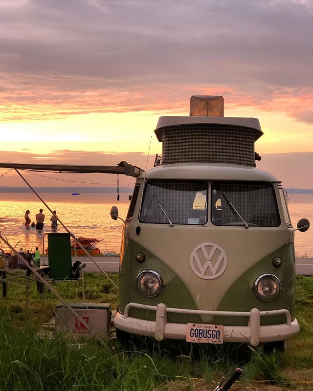We joined the fam at Mariposa Folk Festival. This one may be our fave from the whole line up. ✨ . . . . #mariposafolkfestival #ontario #travelcanada #vw #vwbus #vwcampervan #happycamper #vandiaries #vanlife #vanlifediaries #vanlifers #travel #travelblogger #camping #campervan #ontario #volkswagen #glamping #glamp