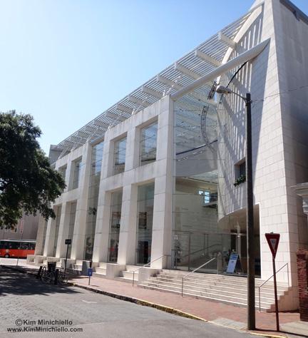The Jepson Center designed by Moshe Safdie