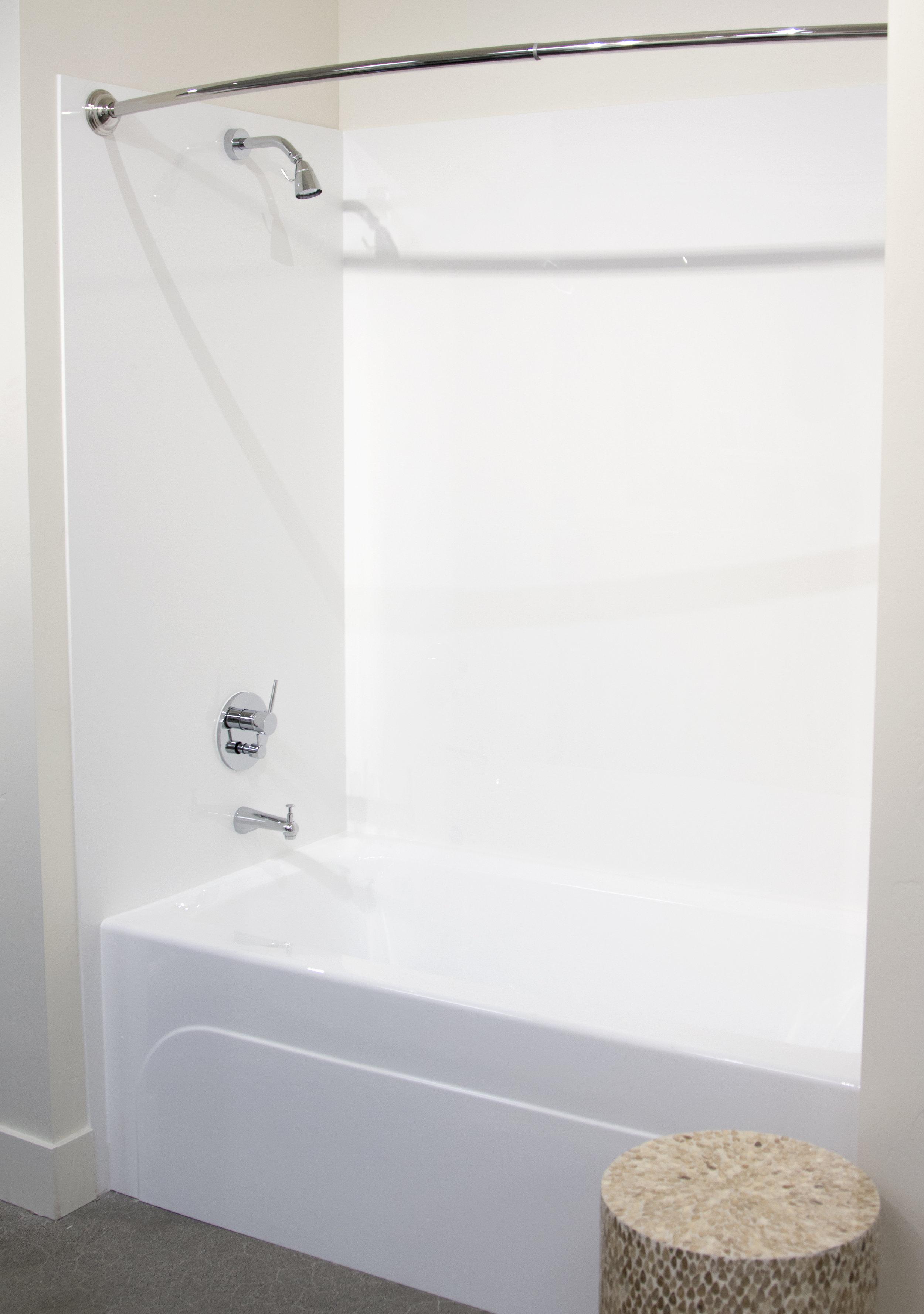 Solid White Tub Surround_V_2.jpg