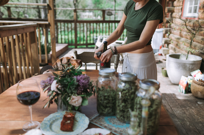 JENNIFER-SKOG-cannabis-farm-lifestyle_0271.jpg