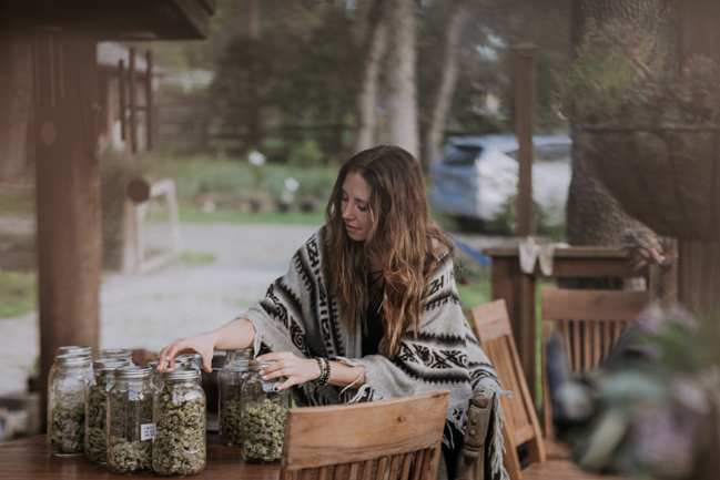 JENNIFER-SKOG-cannabis-farm-lifestyle_0298.jpg