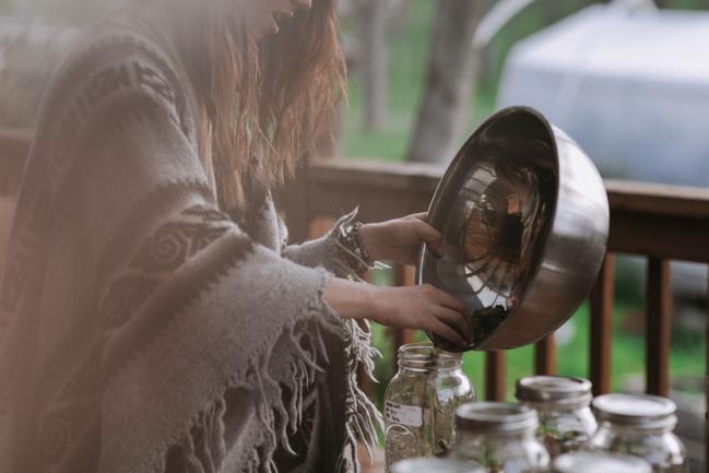 JENNIFER-SKOG-cannabis-farm-lifestyle_0306.jpg
