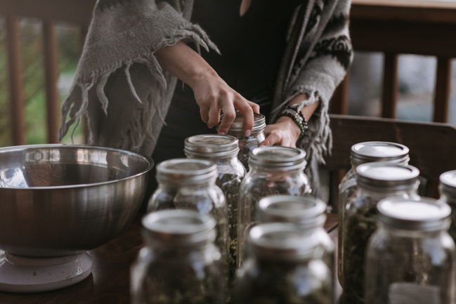 JENNIFER-SKOG-cannabis-farm-lifestyle_0308.jpg
