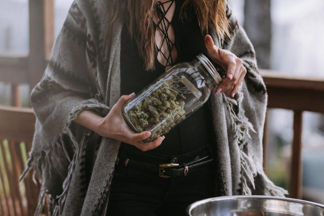 JENNIFER-SKOG-cannabis-farm-lifestyle_0310.jpg