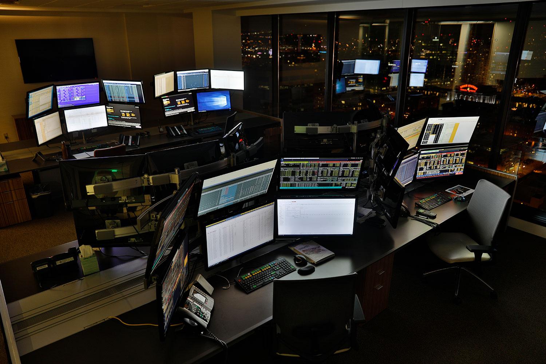 tradingRoom-night.jpg