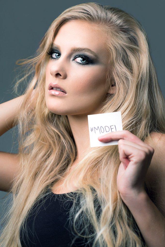 web_Photographer-jamiesolorio-realfakemagazine-makeup-Mariya-Krutikova-model-Melanie-Barrow-collabortaive_art_1024x1024.jpg