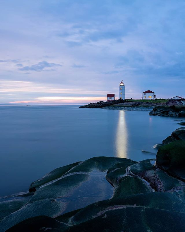 The Île Verte lighthouse at sunset! 🌅 @colinsurprenant and I are currently planning some on-location photography workshops on the island. We are looking at a 2-3 days workshop which includes accommodations. We will be teaching advanced photography tips for landscapes photography, flying drones, editing techniques and gear tips. Let me know if this is something you could be interested in! . . . . . #bassaintlaurent #explorecanada  #explorequebec #quebecoriginal #narcityquebec #imagesofcanada #tourcanada  #canadasworld #sky_captures  #moodygrams #ig_color  #beautifuldestinations  #visualambassadors #theimaged  #heatercentral #shotzdelight  #artofvisuals #leagueoflenses  #justgoshoot #createexplore  #adventurethatislife  #earthpix #modernoutdoors  #landscape_captures #lightandexposure #sunset_vision #sunset_madness_  #igsunset #createtoinspire