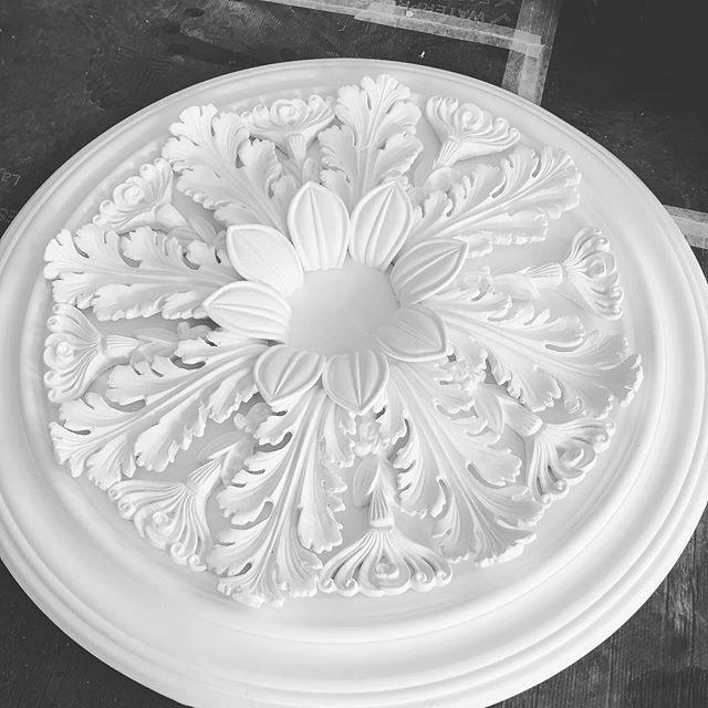 This is a perfect example of Georgian Cheltenham all rolled into one beautiful centrepiece. Designs very unique to Cheltenham in the Georgian era. Recently installed on a renovation project we completed. #lovecheltenham #restoration #renovation #regencycheltenham #cheltenham #decorators #decorativeplaster