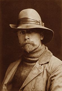 - This Seattle Art Museum exhibition, which runs from June 14 to September 9, 2018, presents a comprehensive collection of Edward S. Curtis's magnificent portraits of Native Americans. Photographed during the turn of the last century, they now have an indelible place in the American consciousness, especially the works from the Pacific Northwest where he started his career. This lecture will explore his life and work, and the key Northwest tribes he portrayed.Sponsored by the Friends of the Mercer Island Library in partnership with the Mercer Island Historical Society. Photo of the artist courtesy of Wikipedia.
