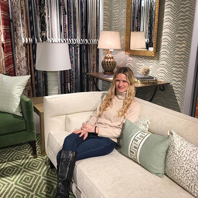 Taking a (comfy!🛋) little breather from a full day of fabric & furniture shopping @danddbuilding @leejofa.brunschwigfils.nyc.dd @kravet.lj.bf_nydc @nydc #furniture #fabric #colleencarneyinteriordesign #interiordesignnyc