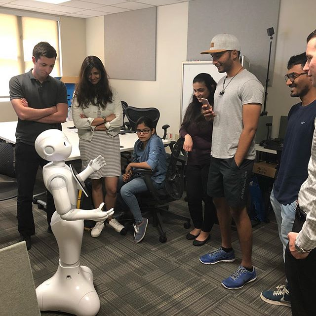 Pepper joined the lab and introduced itself to the students @sdsu @sdsufowler @softbankrobotics #AI #pepperrobot #sdsu #sdsufowler #robot #softbank #peppertherobot #robotics