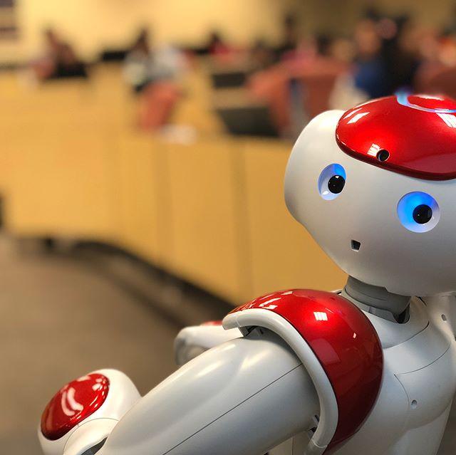 Pepper's robot friend Nao made his first classroom visit @sdsu @sdsufowler #robotgraduateassistant #softbankrobotics #AI #robot #data #education #bigdata #pepperrobot