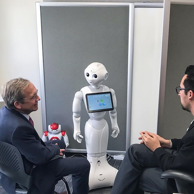 Four-star Admiral Eric Olsen visited the lab and had a pleasant chat with Pepper.