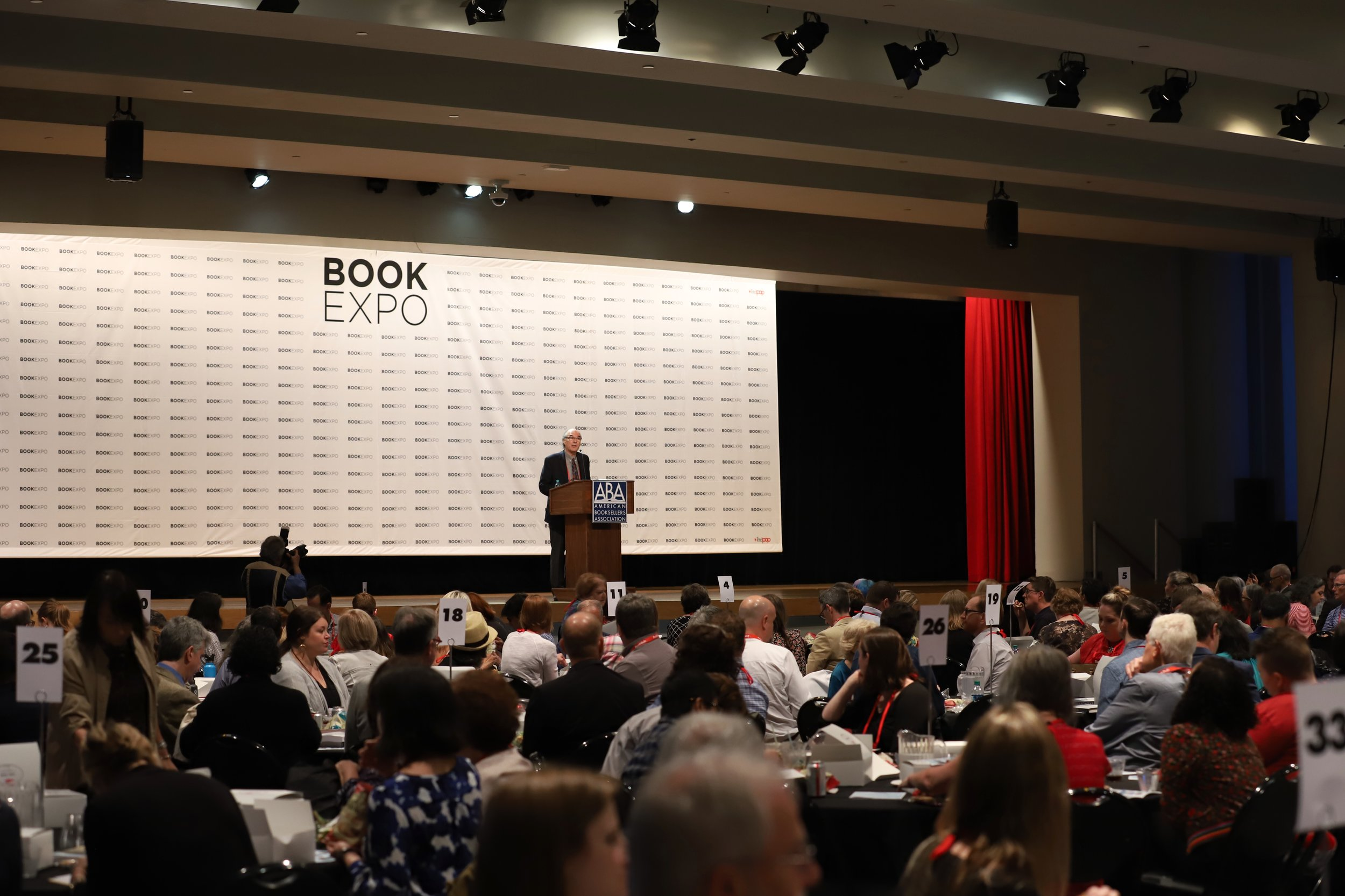 ABA CEO Oren Teicher speaks at Book Expo America. Event photography by Two Cats Communications.