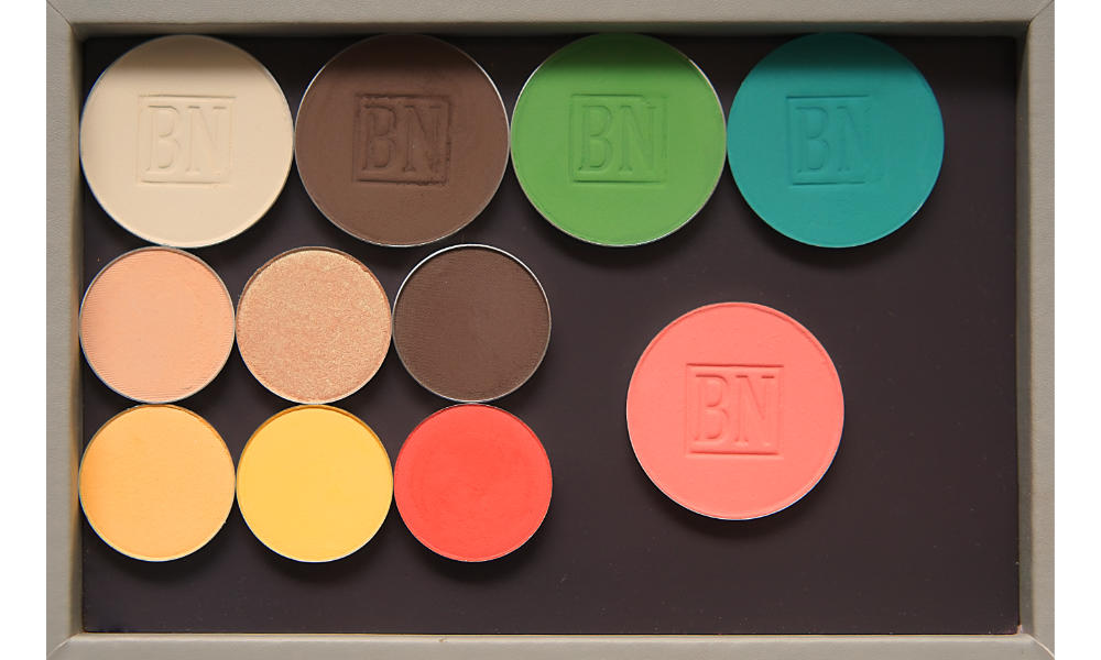 Freestyle palette from Salt New York in  French Grey , also available in  Black   Top row:  Toast ,  Dark Brown ,  Green Leaf ,  Turquoise   Middle row:  Peach Smoothie ,  Play By Play ,  Dark Brown   Bottom row:  Tiki ,  Take Flight ,  Meteorite   Blush:  Nectarine