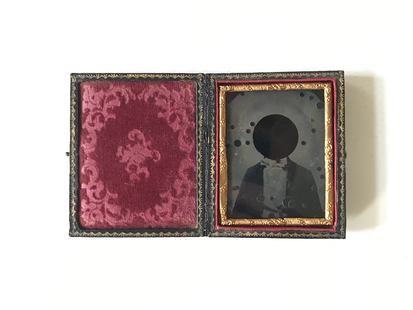 Tenebricosus Effigiem huius artifexcum Corona Australis (Dark Portrait of the artist with The Southern Crown) , 2018  Redrafted ambrotype with reflective film,   7.4 x 12.4 cm