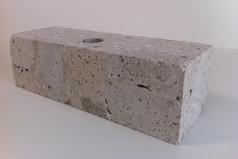 シラスの原石を象嵌/吸放湿・吸音性・蓄熱性