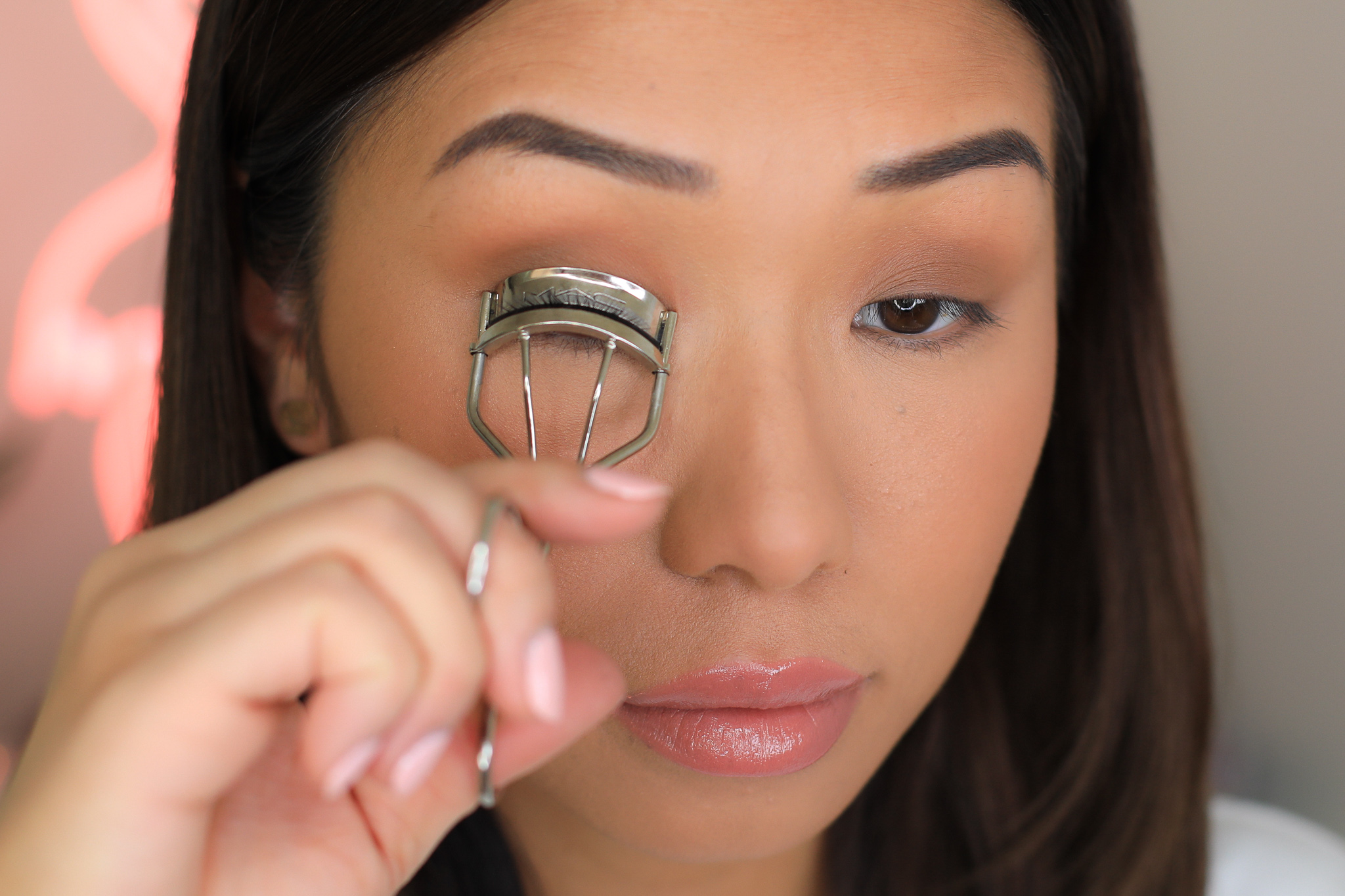 - Step 2: Take a MAC eyelash curler, curl your lashes using 3-4 clamps working your way from the base of the lashes to the tip to create a C curl.After the last curl,go ahead and do 1 more curl right at the base for an extra lift.