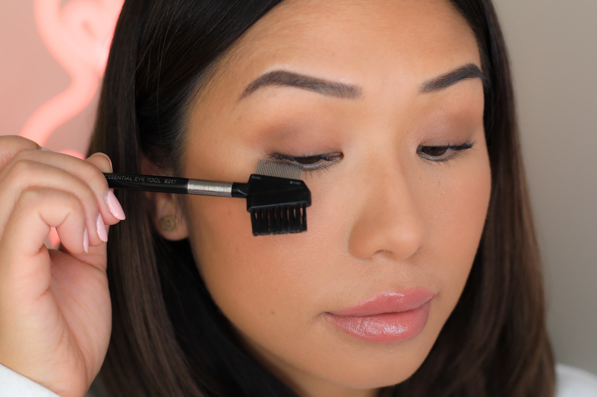 - Step 4: Comb through your lashes to help separate any lash hairs that are clumping together. Then allow this coat of mascara to dry (always leave a few seconds in-between each coat to get better results).