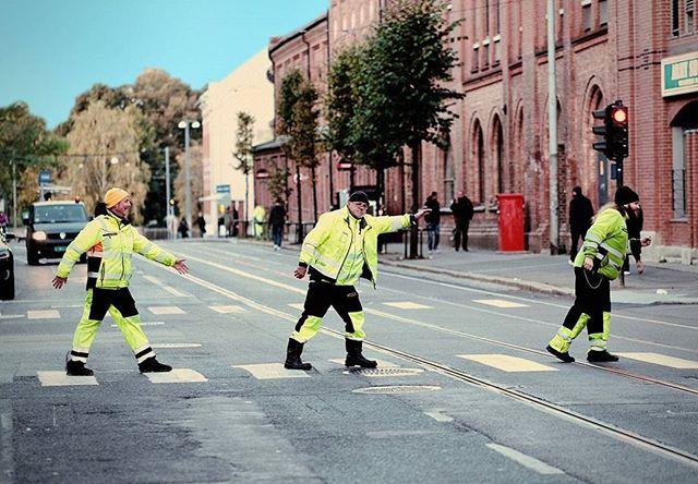 abbey road style Veigutta.  #beatles #veiarbeid #vegvesen #trondheimsveien #Veigutta #roadwork #funny