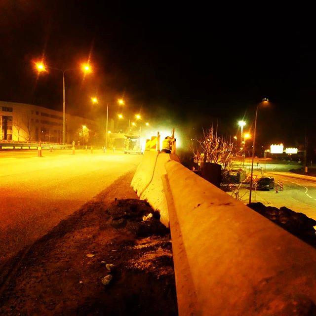 We build too many walls and not enough bridges. Isaac Newton. #oslo #sandvika #vegvesen #veigutta #isaacnewton