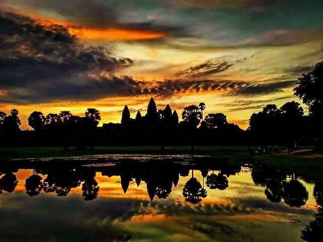 T R A V E L // Angkor Wat at sunrise. Swipe left to see the non-insta photo and crowds, photos taken minutes apart. I was here 16 years ago, the temples haven't changed much apart from the restoration work. But the crowds have. It was super busy..... . #angkorwat #bayontemple #taprohm #siemreap #cambodia #visitcambodia #Sunrise #sunset #visitcambodia #traveldiaries #tourist #wanderlust #adventure #holiday #explore #travelphotography #instatravel #gooutside #wanderlove #backpacker_pics #backpacker #seasia #angkor #angkortemple