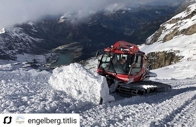 S N O W // Well... We WILL ski this weekend 🎿🎿🎿 . @quattrosportengelberg @dpsskis @verticalunit .  #Repost @engelberg.titlis • • • • • #engelberg #titlis #skiing #glacier #firsttime #freshsnow #october #obwalden #nidwaldentourismus #inlovewithswitzerland #dpsambassador #Engelberg  #luzern  #livinginluzern  #swissmountainair #switzerland_vacations  #Switzerland  #blickheimat  #offpiste #discover_hotels #labsofinstagram #traveldiaries #explore #wanderlust #adventure #feelthealps #huaweip20pro #irishabroad