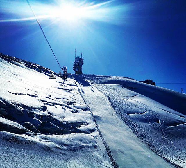 S N O W // Winter 19 / 20 is on.... #winterishere . @quattrosportengelberg @dpsskis @verticalunit . #engelbergtitlis #obwalden #nidwaldentourismus #inlovewithswitzerland #dpsambassador #Engelberg  #luzern  #livinginluzern  #swissmountainair #switzerland_vacations  #Switzerland  #blickheimat  #offpiste #traveldiaries #explore #wanderlust #adventure #feelthealps #huaweip20pro #irishabroad #gooutside #picoftheday #pistonbully