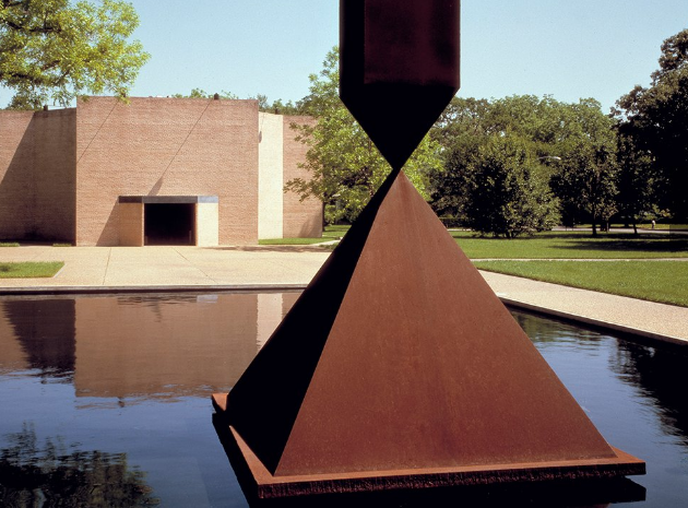 Rothko Chapel - A tribute to contemporary art, this serene chapel contains 14 paintings by the artist Mark Rothko. Located at 1409 sul Ross St, 77006. Free (donations appreciated)