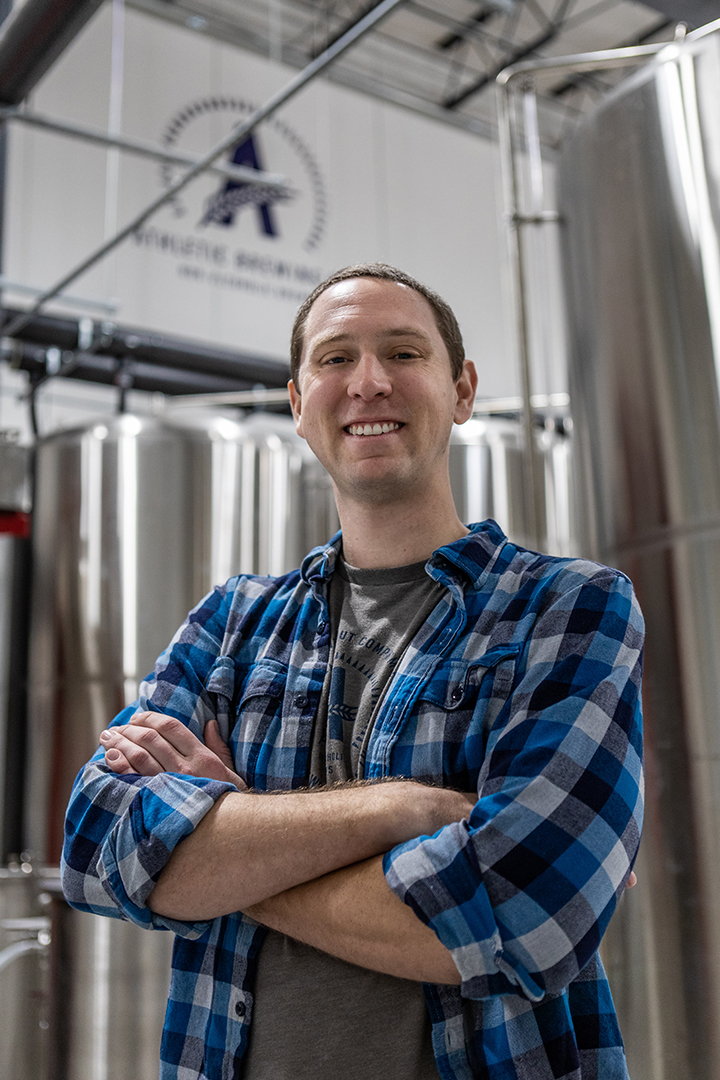 NICK: NY TERRITORY MANAGER - A jack of all trades, Nick brings a diverse work and life experience to Athletic's unique mission. A beer connoisseur from coast-to-coast, Nick covers New York State from Buffalo to Montauk - he is excited to apply his passion for great beer to the NA craft revolution.