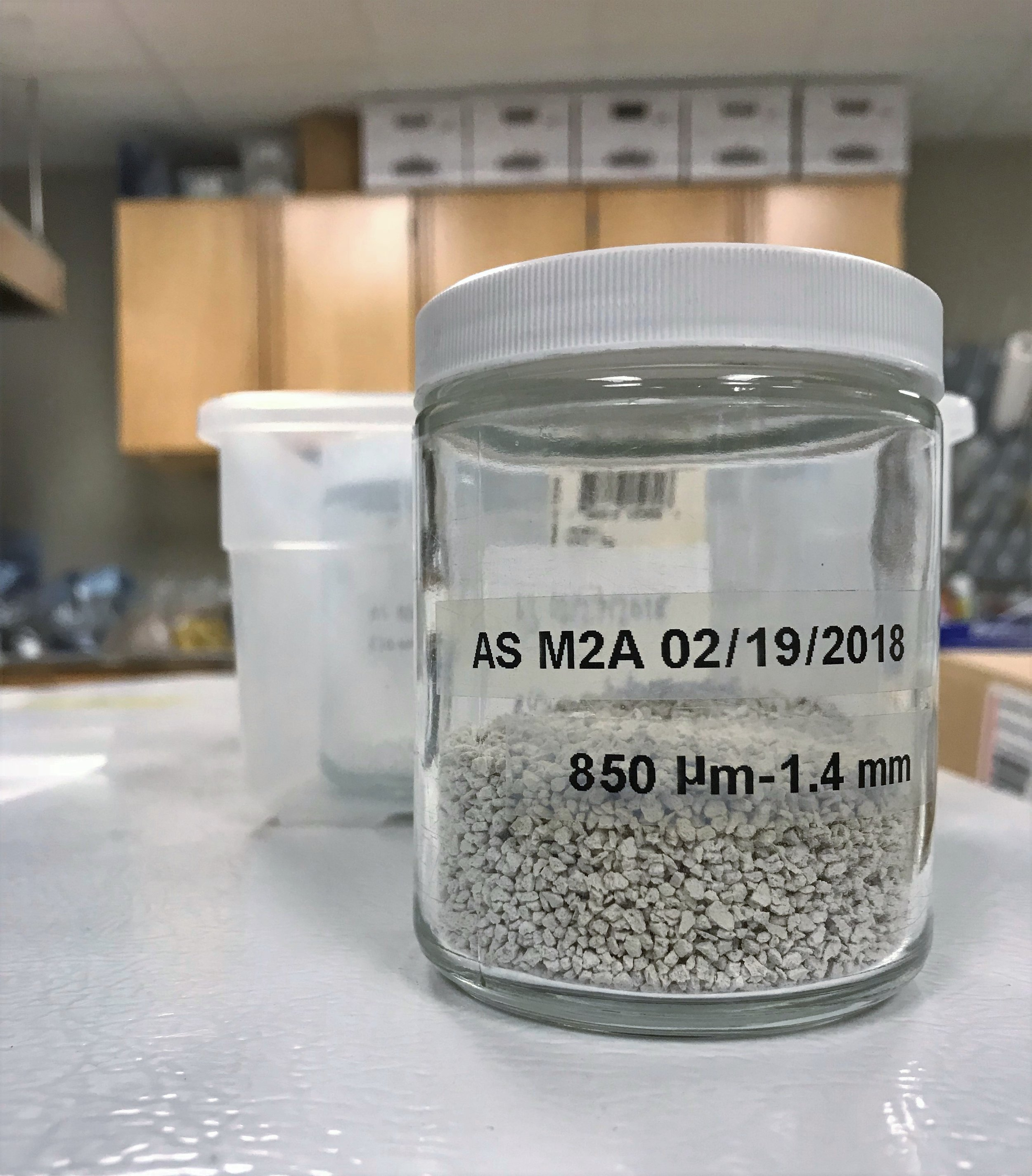 Artificial soil M2a (montmorillonite) sieved to 850 μm-1.4 mm