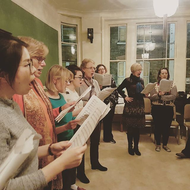 """Listen as the crowd would sing"" #vivalavida #boroughmarketchoir #rehearsal"