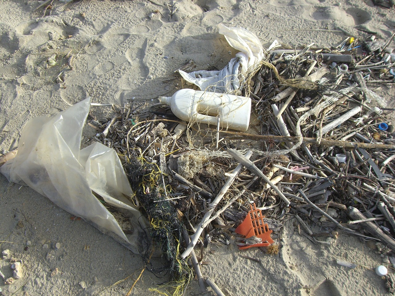 18 billion pounds - of plastic waste flows into the oceans every year from coastal regions.