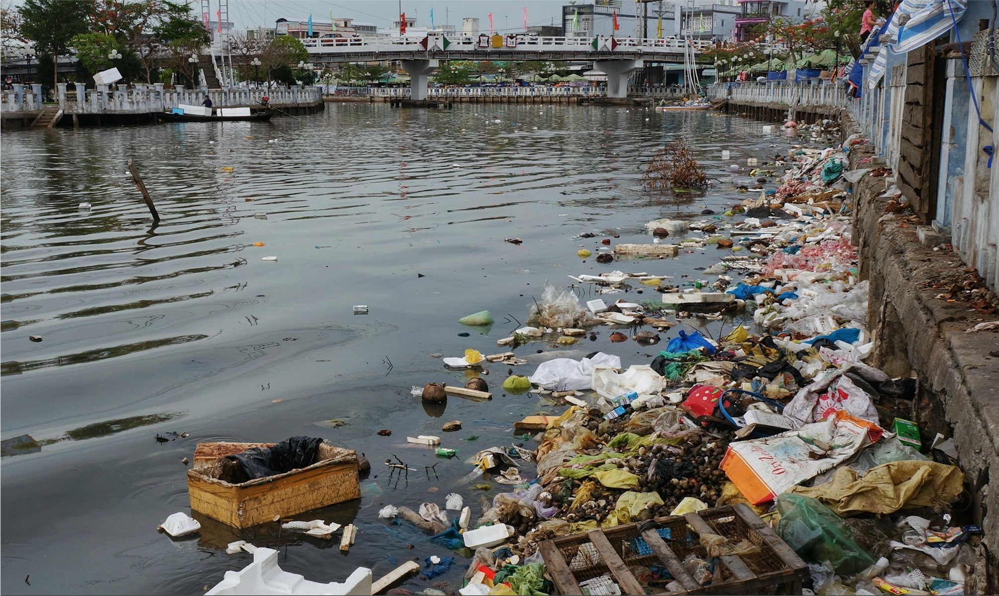 Plastic waste in the Mekong River (Shutterstock)