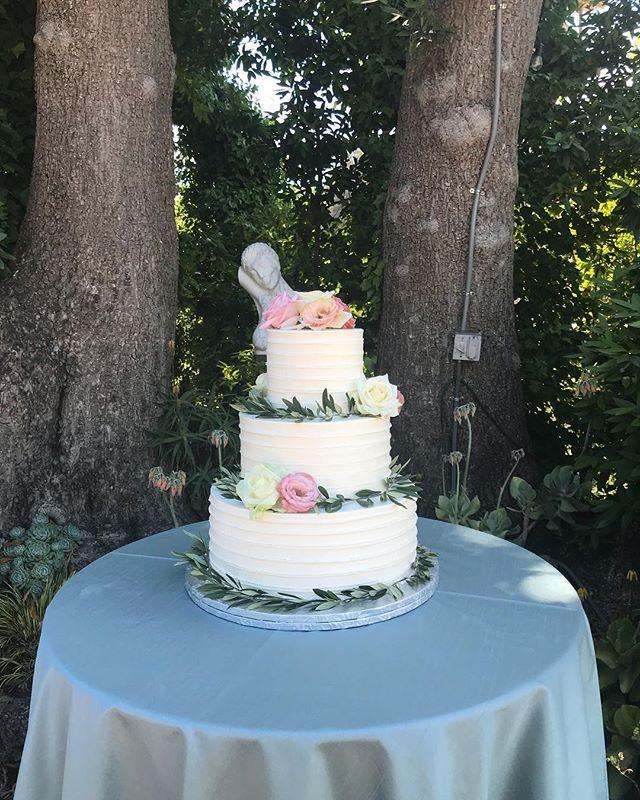 Beautiful flowers on a beautiful cake! #butterybakery