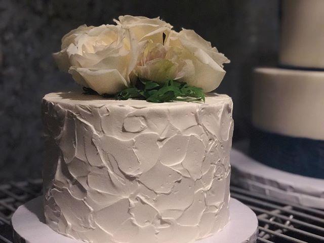 Mini wedding cakes! #butterybakery
