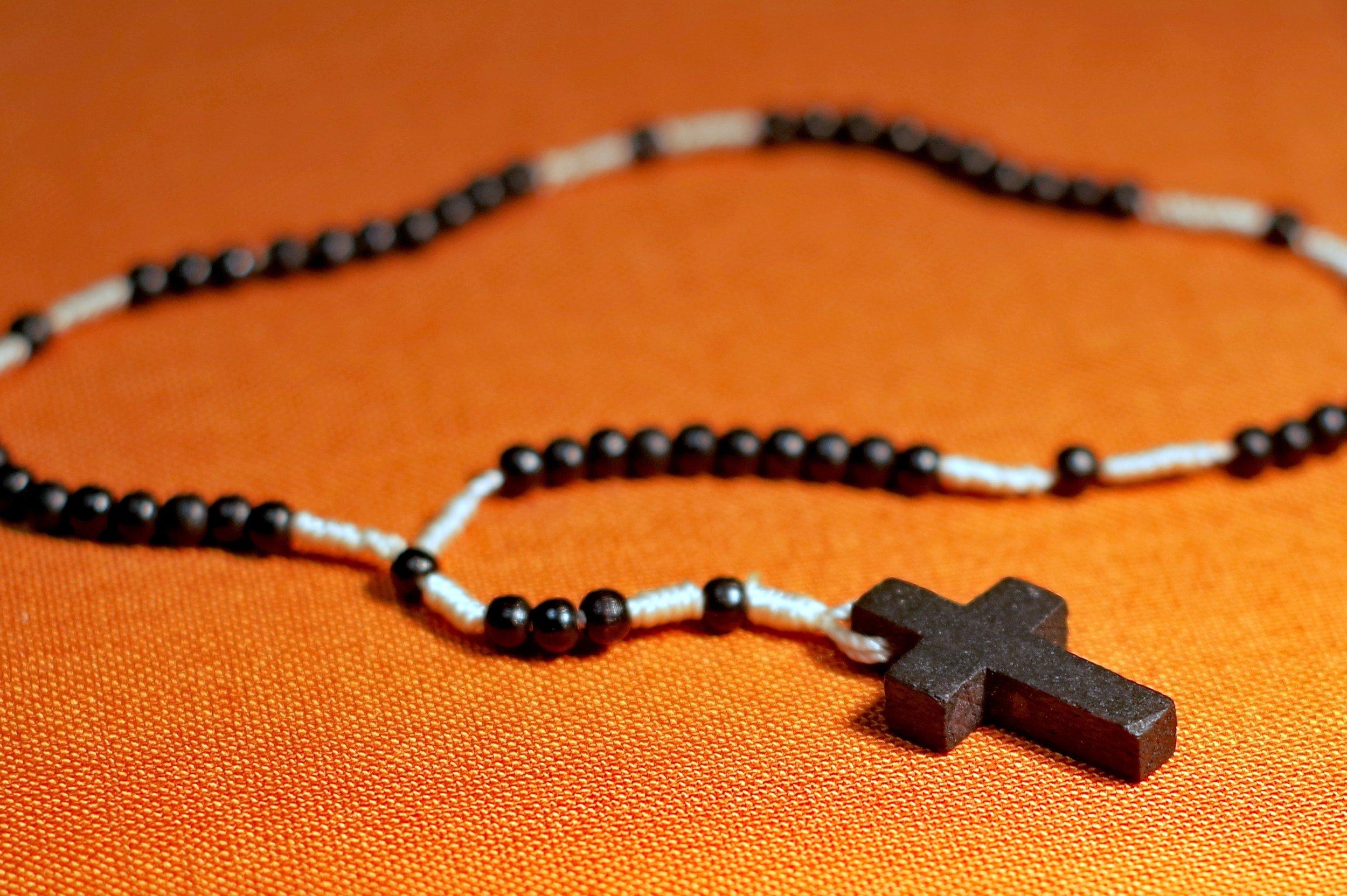beads-catholicism-cross-236319.jpg