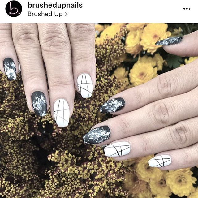 Today is really FINALLY starting to feel like Fall..YAY 🍂 Let's just take a minute to obsess over these @brushedupnails with our custom Dirty design 🙌🏼🖤