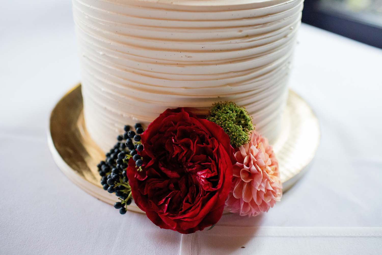 wedding cake with red piano garden roses