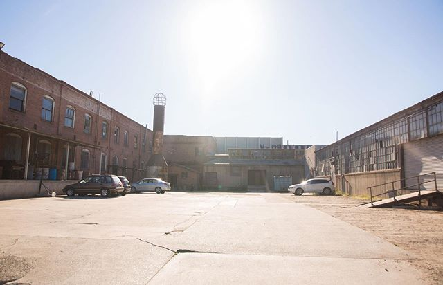 Sunny Mondays at the studio! Featured here is the Gate 2 parking lot, enclosed by our Soundproof stage, loading dock and warehouses. Fun fact: the entire property is a registered stage, saving you the trouble of pulling permits. ✨ Walkthroughs welcome every weekday! . . . #lacystreetproductioncenter #stage #studio #crewparking #location #LocationScout #LocationManager #productionmanager #scout #losangeles #california