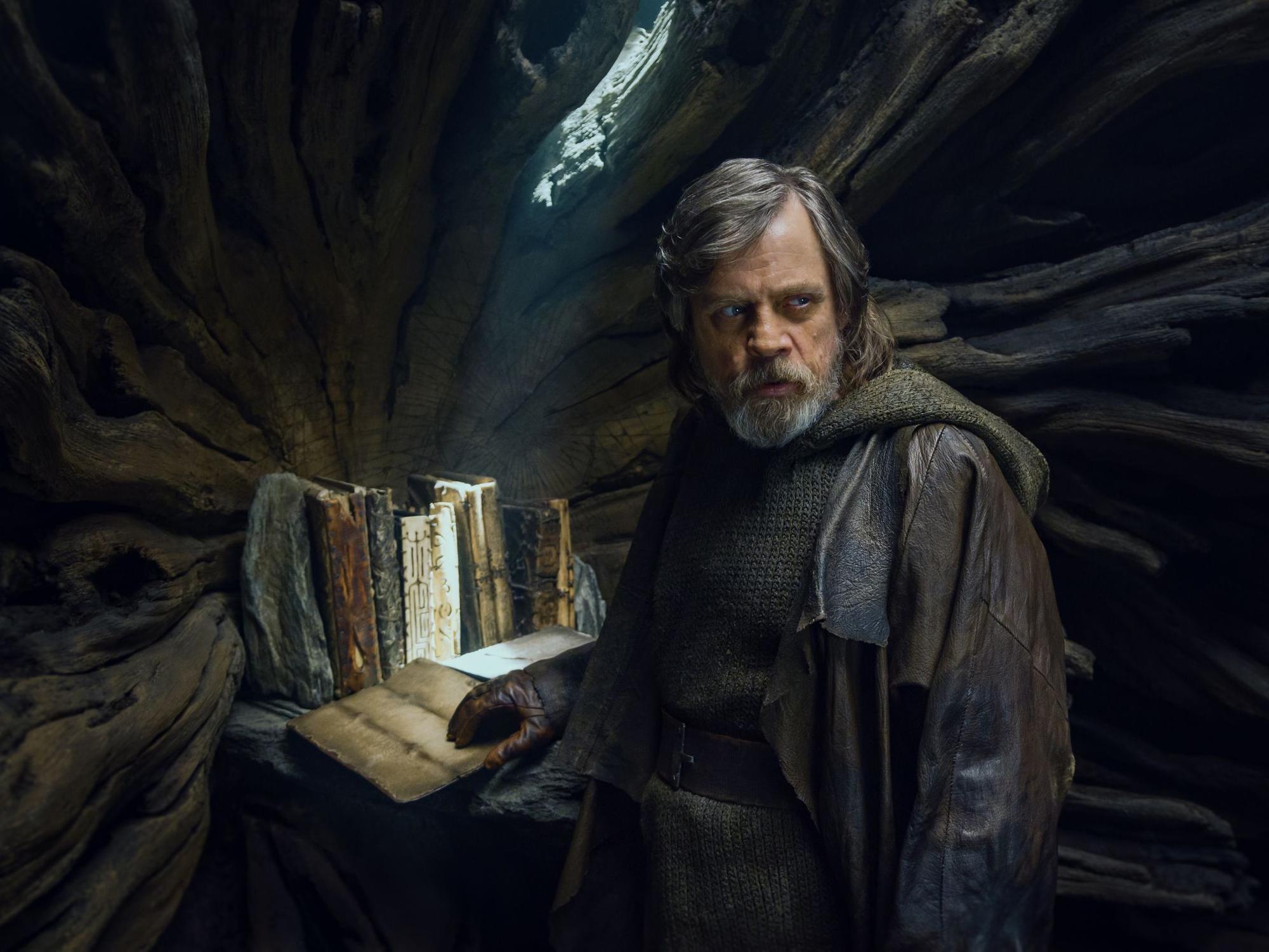 Star-Wards-The-Last-Jedi-film-review.jpg