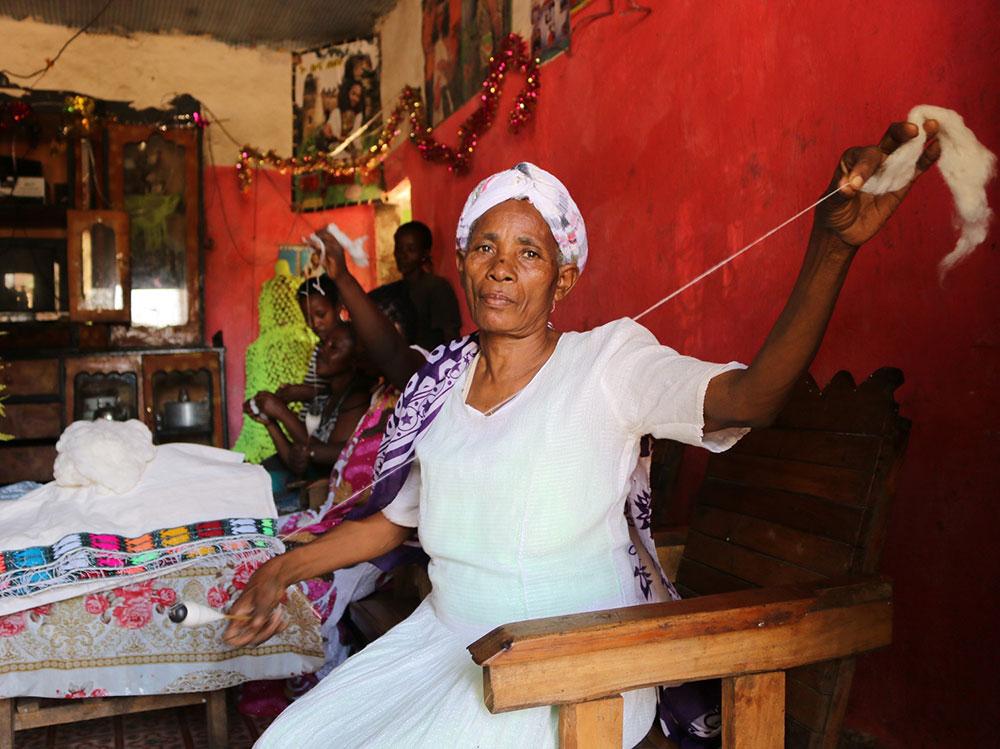 TRAID supports Ethiopian cotton farmers to establish small enterprises.